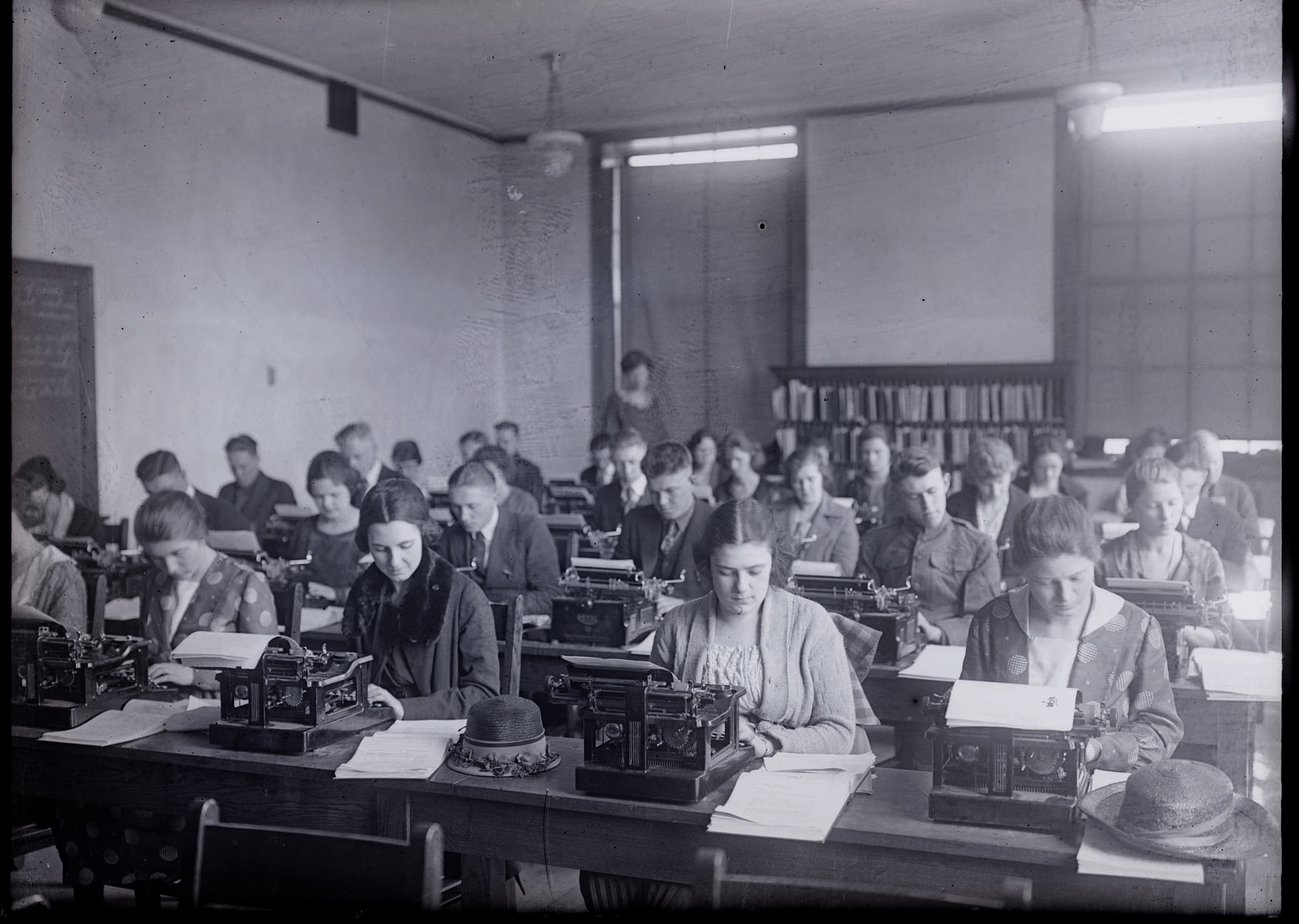 UNL Students in Typewriting Class
